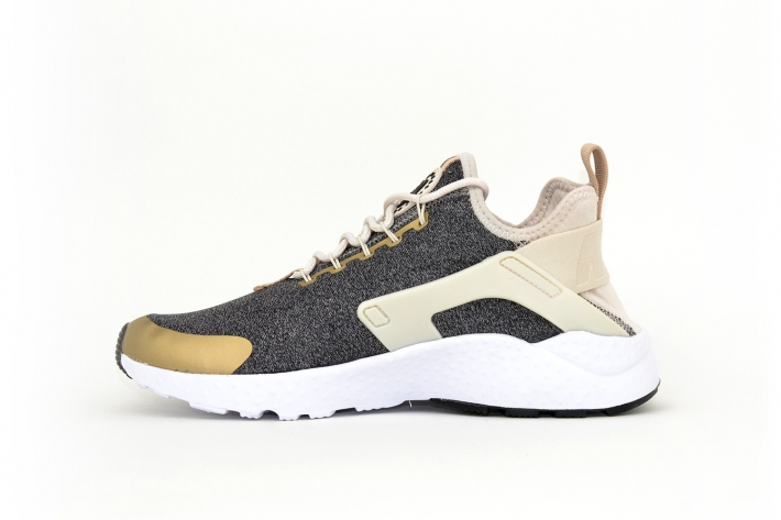 Nike Damen Air Huarache Run Ultra SE grau / beige / weiß