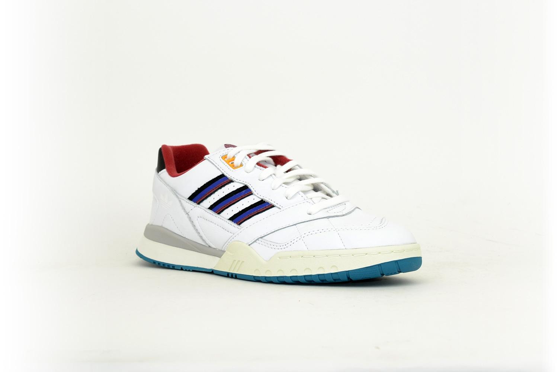 adidas A.R. Trainer weiß / blau / rot