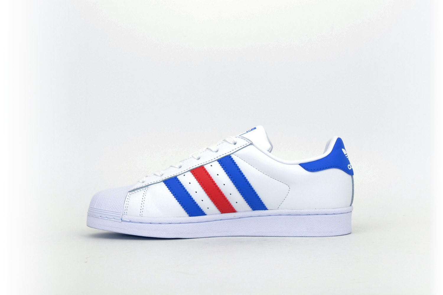 adidas superstar wei blau rot f low s dein sneaker store. Black Bedroom Furniture Sets. Home Design Ideas