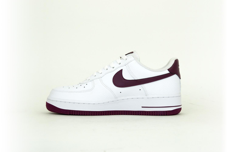 Nike Air Force 1 07 weiß / burgundy / dunkelrot / weinrot