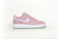 Nike Air Force 1 07 ESS rosa / weiß